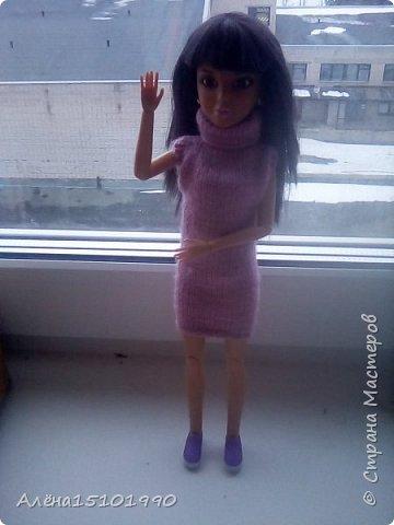 Всем привет. Моя дочка Лиличка давно просила сделать качельку для её маленьких куколок. Я решила сделать подобие садовых качелек, чтоб качаться могли и детки и взрослые. Так как Эля уехала отдыхать-мне помогала Лора. Я ей связала платье. фото 1