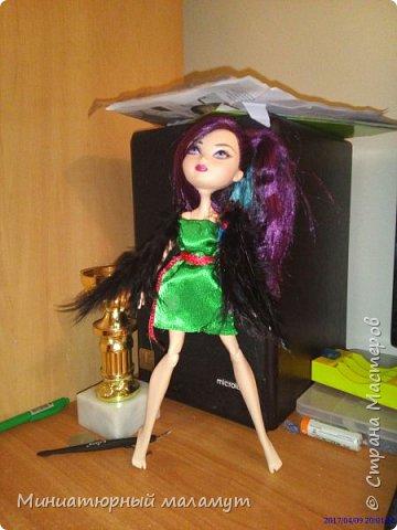 """Привет. Я сдаю вторую работу на конкурс """"Кукольная мода"""". На кукле- зелёное платье и чёрные крылья. фото 1"""