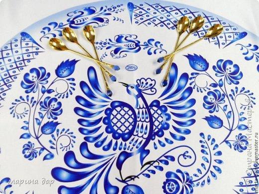 """Здравствуйте! Хочу представить Вам свою конкурсную работу и немного рассказать историю ее создания. Когда узнала о предстоящем конкурсе сразу загорелась идеей поучаствовать! Подготовка, поиски идей и легенд , комментарии все это так волнительно, так захватывает! Образ синей птицы у меня возник сразу! Эту работу я делала с душой и под впечатлением от перечитанной книги Морис Метерлинк """"Синяя птица"""". Все мы о чем-то мечтаем, что-то ищем, на что-то надеемся. Иногда мы не видим очевидного и ищем не там. Гоняемся за призрачным счастьем, а вот оно...совсем рядом...только присмотрись... Очень хотелось передать мое настроение в этой работе. Может быть не все получилось, но я безумно довольна результатом, я получила массу удовольствия начиная от подготовки к конкурсу и заканчивая его результатами. Спасибо большое тем людям, которые тратят свое время и собирают всех на такие праздники красоты и вдохновения!!! И еще хочется пожелать всем не терять надежду и веру в  то, что в обычной жизни, в серых буднях есть место для ЧУДА, СКАЗКИ и ПРАЗДНИКА! Пусть моя птичка послужит для кого-то вдохновением и обязательно принесет маленькую (или БОЛЬШУЮ) частичку удачи, счастья и надежды! фото 3"""