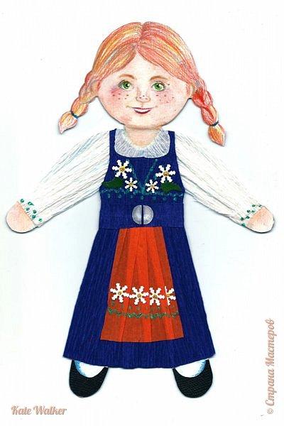 Все дети планеты читают замечательные книги шведской писательницы Астрид Линдгрен. Я тоже очень люблю ее истории, поэтому сделала девочку в шведском национальном костюме.  Костюм представляет собой юбку и лиф, сшитые из синей шерсти (есть вариант с лифом красного цвета). К юбке надевают передник из желтой ткани. Сочетание синего и желтого символизирует флаг Швеции. Лиф костюма украшает вышивка. фото 1