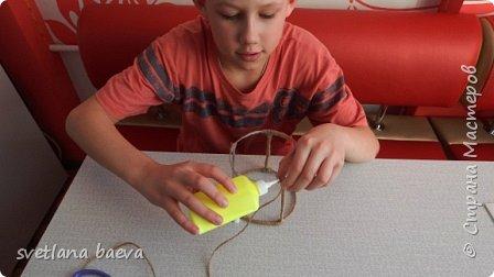 Всем здравствуйте. Со своим сыном мы решили сделать  необычный ночничок  в технике джутовая филигрань. фото 4