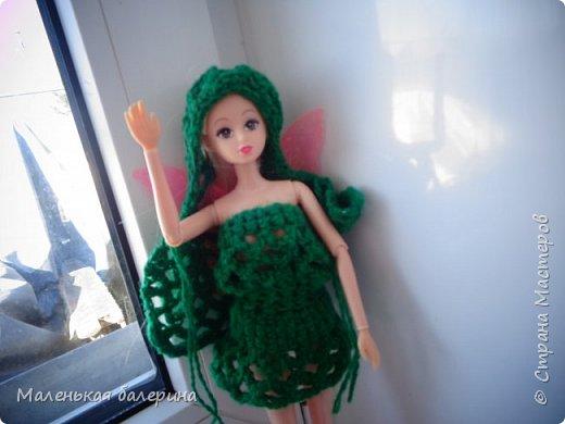 """Всем привет,сегодня я сдаю работу на конкурс """"Кукольная мода"""" Т:Всем приветик меня зовут Таня,мне 17 лет,я новенькая в кукольной семье. Т:Вот такое платье мне связала хозяйка  фото 1"""