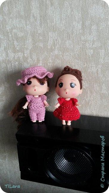 Продолжаю вязать кукляшкам. Их рост всего 9 см, а размер туловища 5 см. фото 1