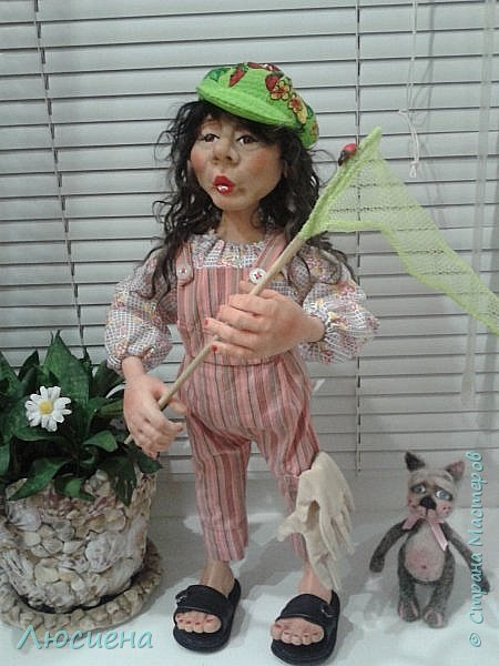 "Портретная кукла на заказ (смешанная техника -запекаемая пластика и  скульптурный текстиль) рост 45 см. ""Дачница Наташа"" фото 5"