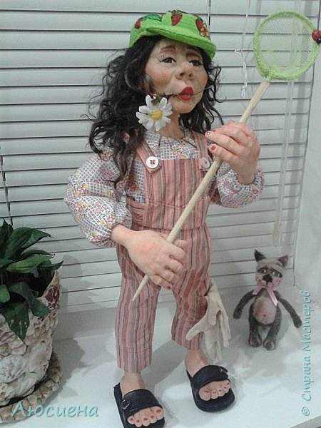 "Портретная кукла на заказ (смешанная техника -запекаемая пластика и  скульптурный текстиль) рост 45 см. ""Дачница Наташа"" фото 11"