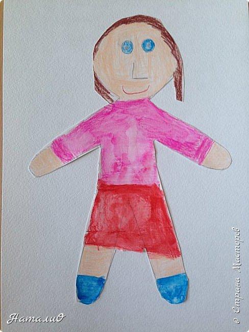 Здравствуйте, жители Страны Мастеров! Вот и мы с нашими дошколятами решили встать дружно в хоровод! Принимайте наши работы.  Куколки выполнены цветными акварельными карандашами. Работы выполняли дети 4-6 лет. Все куколки - это современные дети, некоторые рисовали автопортрет. фото 5