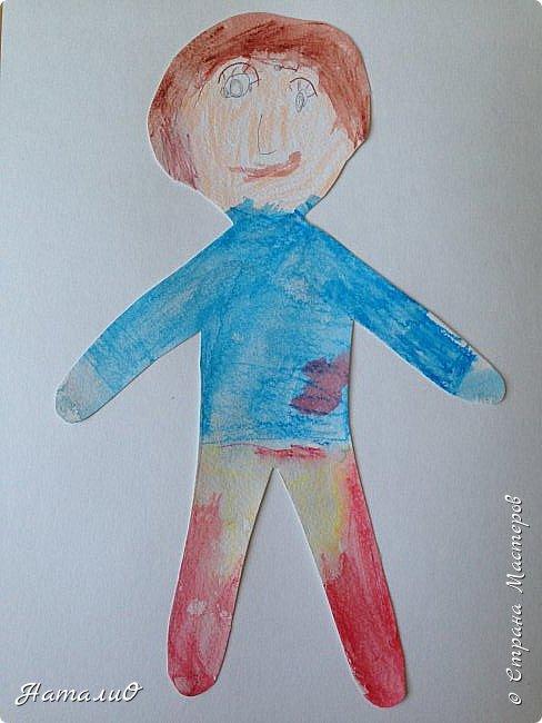 Здравствуйте, жители Страны Мастеров! Вот и мы с нашими дошколятами решили встать дружно в хоровод! Принимайте наши работы.  Куколки выполнены цветными акварельными карандашами. Работы выполняли дети 4-6 лет. Все куколки - это современные дети, некоторые рисовали автопортрет. фото 6