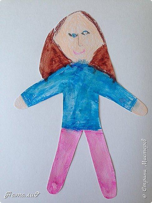 Здравствуйте, жители Страны Мастеров! Вот и мы с нашими дошколятами решили встать дружно в хоровод! Принимайте наши работы.  Куколки выполнены цветными акварельными карандашами. Работы выполняли дети 4-6 лет. Все куколки - это современные дети, некоторые рисовали автопортрет. фото 4