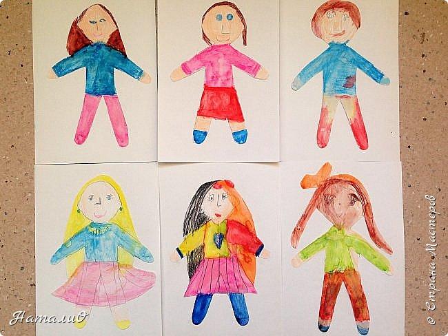 Здравствуйте, жители Страны Мастеров! Вот и мы с нашими дошколятами решили встать дружно в хоровод! Принимайте наши работы.  Куколки выполнены цветными акварельными карандашами. Работы выполняли дети 4-6 лет. Все куколки - это современные дети, некоторые рисовали автопортрет. фото 1