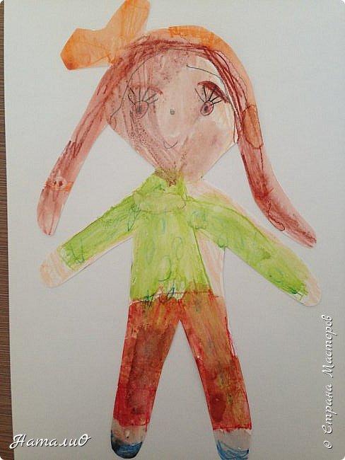 Здравствуйте, жители Страны Мастеров! Вот и мы с нашими дошколятами решили встать дружно в хоровод! Принимайте наши работы.  Куколки выполнены цветными акварельными карандашами. Работы выполняли дети 4-6 лет. Все куколки - это современные дети, некоторые рисовали автопортрет. фото 7
