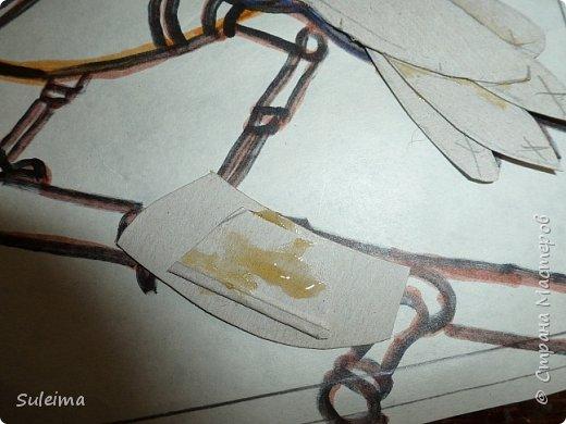 Приветствую всех жителей страны мастеров на моем мастер-классе, по созданию вот такой механической птички.... Нам понадобится рамка с декорируемой поверхностью, картон простой, картон гофрированный, клей титан, момент или резиновый № 88. Клей на водной основе не использую, он размачивает картон, что приводит к деформации изделия.... фото 18