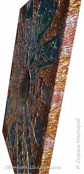 Захотелось повторить мандалу Гаятри мантра, но уже в другой технике (в объёме). Использовала текстурную пасту, акрил, краски Pebeo, контуры, ювелирную эпоксидную смолу. фото 5