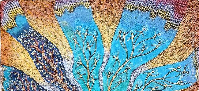 Захотелось повторить мандалу Гаятри мантра, но уже в другой технике (в объёме). Использовала текстурную пасту, акрил, краски Pebeo, контуры, ювелирную эпоксидную смолу. фото 2