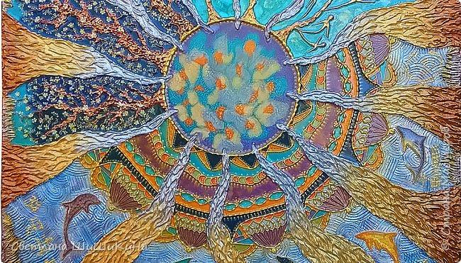 Захотелось повторить мандалу Гаятри мантра, но уже в другой технике (в объёме). Использовала текстурную пасту, акрил, краски Pebeo, контуры, ювелирную эпоксидную смолу. фото 3