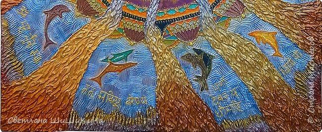 Захотелось повторить мандалу Гаятри мантра, но уже в другой технике (в объёме). Использовала текстурную пасту, акрил, краски Pebeo, контуры, ювелирную эпоксидную смолу. фото 4