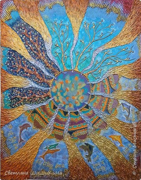 Захотелось повторить мандалу Гаятри мантра, но уже в другой технике (в объёме). Использовала текстурную пасту, акрил, краски Pebeo, контуры, ювелирную эпоксидную смолу. фото 1