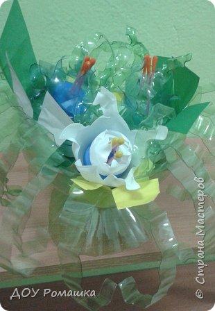 Вот такая оригинальная ваза с цветами фото 1