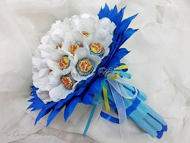 """Периодически мне хочется делать букеты из чупа-чупс....  Но и новенького хочется в дизайне. Придумался вот такой """"цветочек""""   В составе : 31 шт Чупа-Чупс, вкус мороженое...... фото 3"""