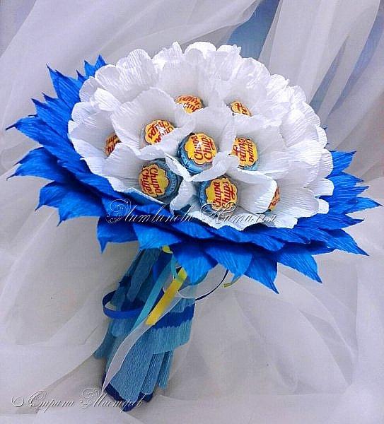 """Периодически мне хочется делать букеты из чупа-чупс....  Но и новенького хочется в дизайне. Придумался вот такой """"цветочек""""   В составе : 31 шт Чупа-Чупс, вкус мороженое...... фото 1"""