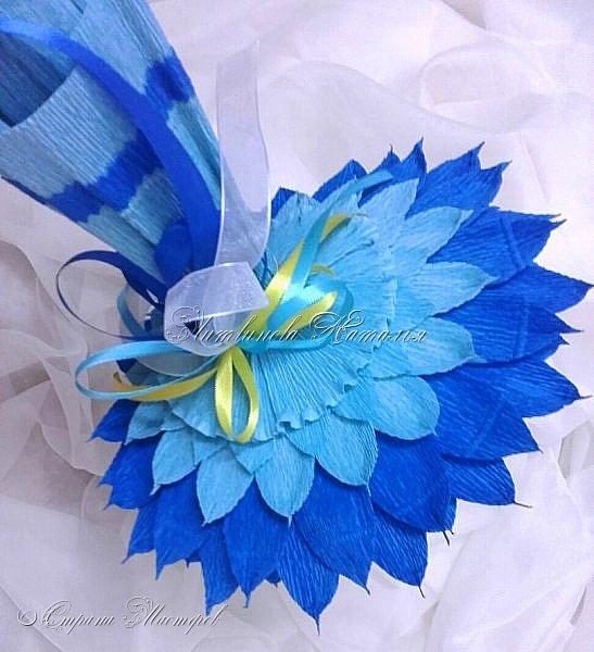 """Периодически мне хочется делать букеты из чупа-чупс....  Но и новенького хочется в дизайне. Придумался вот такой """"цветочек""""   В составе : 31 шт Чупа-Чупс, вкус мороженое...... фото 5"""