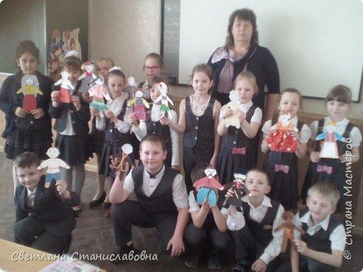 Для арт-проекта мы с учениками 1 класса выполнили фигурки детей. фото 2
