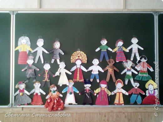 Для арт-проекта мы с учениками 1 класса выполнили фигурки детей. фото 1