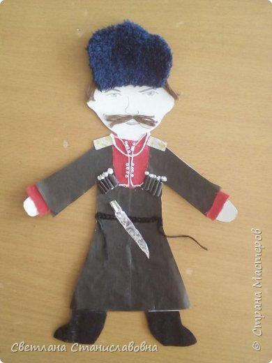 Для арт-проекта мы с учениками 1 класса выполнили фигурки детей. фото 4