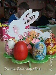 Совсем скоро светлый праздник Пасхи, и каждому хочется иметь красивую, оригинальную подставку для яиц. Желающие заняться декором собрались на мастер-класс.  фото 1