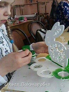 Совсем скоро светлый праздник Пасхи, и каждому хочется иметь красивую, оригинальную подставку для яиц. Желающие заняться декором собрались на мастер-класс.  фото 3