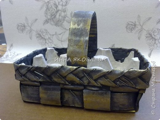 Пасхальные корзиночки на 4 яйца. Очень удобны, как подарочный вариант, но и на столе, в качестве украшения, будут смотреться красиво. фото 9