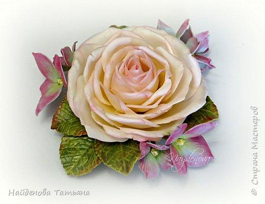 роза с цветами гортензии ( зефирный фоамиран , листья из иранского ) фото 1