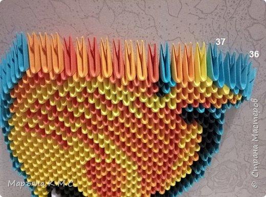 Вот такую яркую рыбку я сложила. Опять использовала диагональную технику складывания. Мне эта техника всё больше нравится. фото 30