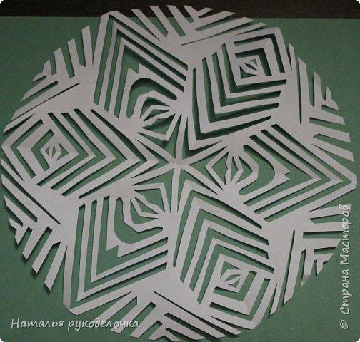 Добрый день, Страна Мастеров!  Зимой к Новому году делала вместе с детьми снежинки, которые потом украсили наш потолок.  Фотографии сделала со схемками, может быть кому-нибудь пригодится.  Снежинка №1 фото 20
