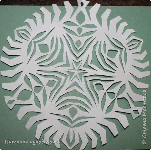Добрый день, Страна Мастеров!  Зимой к Новому году делала вместе с детьми снежинки, которые потом украсили наш потолок.  Фотографии сделала со схемками, может быть кому-нибудь пригодится.  Снежинка №1 фото 5
