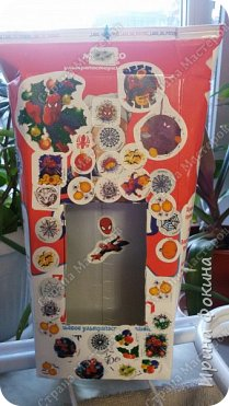 Ребенок мой делал кормушку в школу. Украсили наклейками с человеком-пауком. фото 1