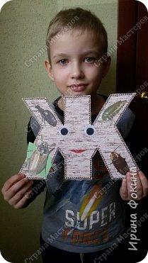 Задали в школе сделать любимую букву. Мой ребенок выбрал букву Ж. Сделали из картона в два слоя, и обоев в 2 слоя. Получилась как пластмассовая. Украсили жуками ... фото 2
