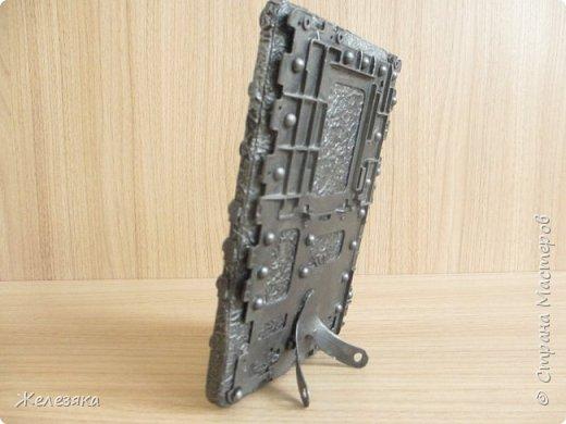 Добрый вечер! Если у вас сломалась электронная книга из неё можно сделать фоторамку. фото 6