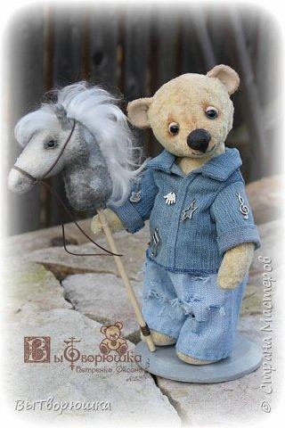 Прошу любить и жаловать... Витюшка и его конь.... в яблоках... И ничего, что маленький и ниже стремени, зато славный и любимый...)))) И очень старается быть похожим на своего хозяина...)))) Виктора.))) Вы наверное угадали - какого?)))) фото 1