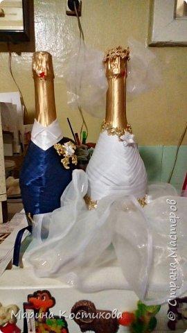 Скоро свадьба у брата. Вот такие бутылочки подготовили на стол фото 1