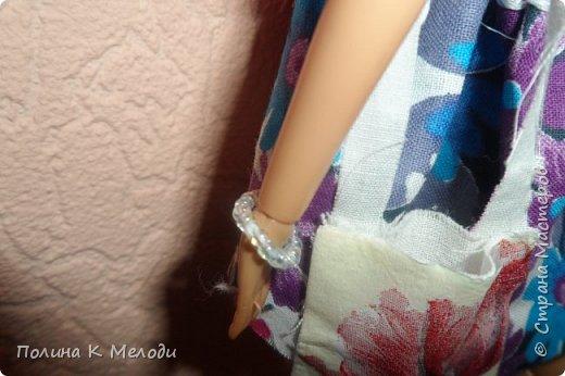 """Здравствуй Страна Мастеров! Я представляю работу на конкурс """"Кукольная мода"""".На Элле  одето : юбка с резинкою,майка с пайетками и бисером,босоножки,шляпка.Из аксессуаров сумочка(Лежат различные нужности) и браслет .В этом наряде,куколка может пойти на пикник вместе с друзьями или просто на прогулку.Давайте рассмотрим всё поближе. фото 3"""