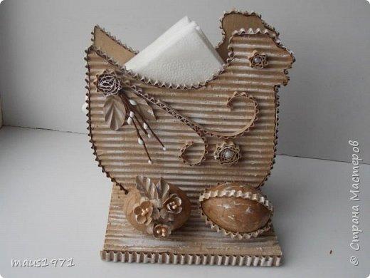 Увидела в Стране подставку для салфеток в виде зайца. http://stranamasterov.ru/node/1020257?c=favorite Решила сделать на Пасху курочку. Это одна сторона. фото 1