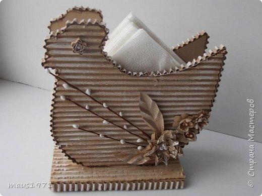 Увидела в Стране подставку для салфеток в виде зайца. http://stranamasterov.ru/node/1020257?c=favorite Решила сделать на Пасху курочку. Это одна сторона. фото 2