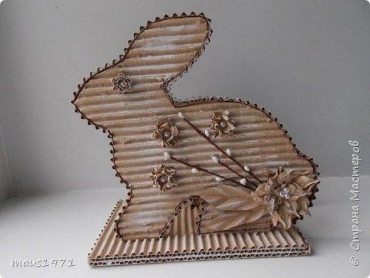 Увидела в Стране подставку для салфеток в виде зайца. http://stranamasterov.ru/node/1020257?c=favorite Решила сделать на Пасху курочку. Это одна сторона. фото 4