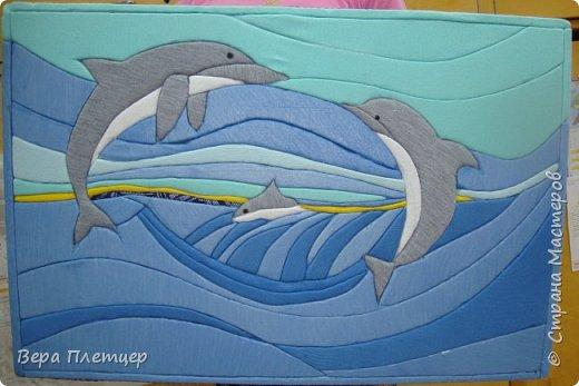 Друг за другом мчится стая, Волны телом разрезая, То хвосты, то снова спины, Кто вперёд, плывут дельфины. (автор -Сибирцев В). фото 1