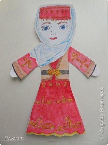 Азербайджанский национальный костюм. Александра очень аккуратно и старательно вырисовывала все детали костюма. фото 1