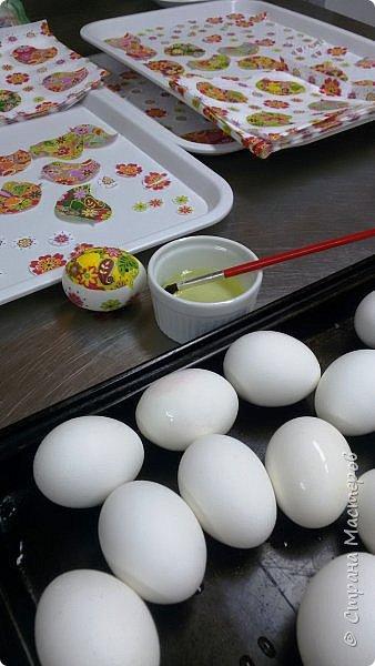 Всем доброго времени суток! Вчера был Чистый Четверг, и по традиции, нужно было красить яйца. В этом году я решила разнообразить традиционные яйца с яйцами в технике декупаж.  фото 6