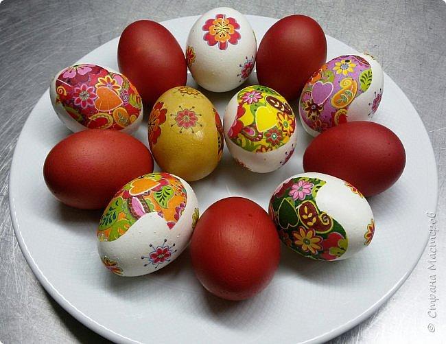 Всем доброго времени суток! Вчера был Чистый Четверг, и по традиции, нужно было красить яйца. В этом году я решила разнообразить традиционные яйца с яйцами в технике декупаж.  фото 7