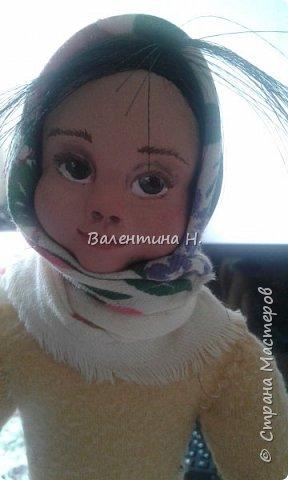 Вот такая куклеха слепилась у меня из керапласта. Лепила первый раз.Валенки что ни на есть самые настоящие)))) из войлочных стелек. Тело мягконабивное на каркасе. Корзина из фетра, подснежники из гофробумаги. фото 3