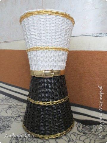 Ваза напольная. Черно - белая с золотом - сейчас самое модное сочетание цветов.