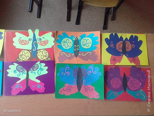 Доброе время суток...жители Страны...)))))))) вот такие бабочки у нас  получились...)))))))) верхняя часть-это ладошка в растопырку....а нижняя часть- ладошка...в которой пальчики сжаты...))) фото 2